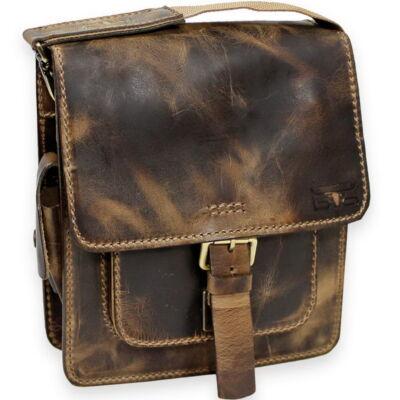 Elöl zsebes közepes bőr oldaltáska 28 x 26 cm.